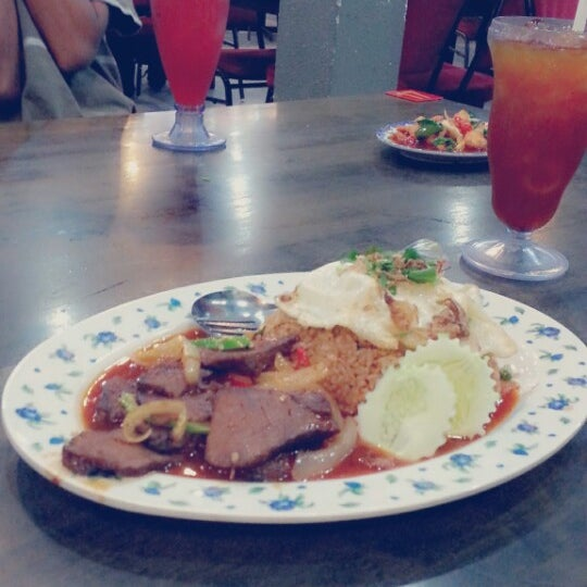 Photo taken at Restoran D'Warisan by norzailah a. on 2/22/2014