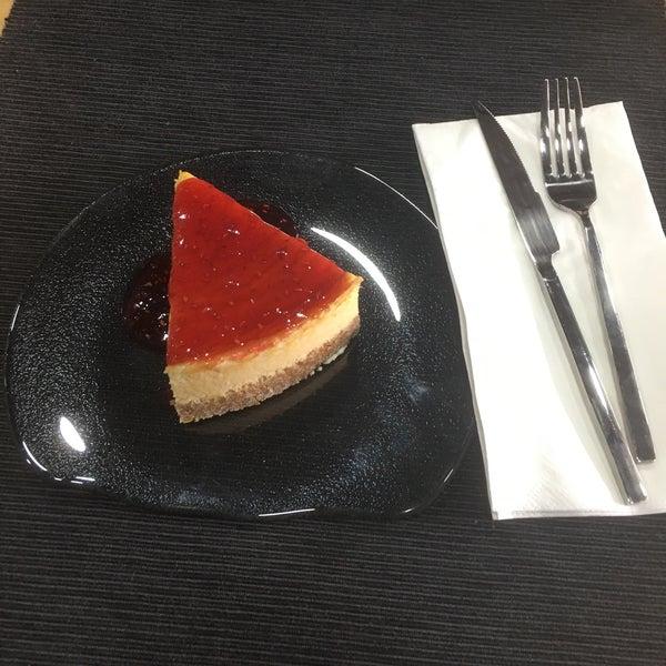 3/7/2017 tarihinde Semih A.ziyaretçi tarafından MadNut Cafe&Casual Dining'de çekilen fotoğraf