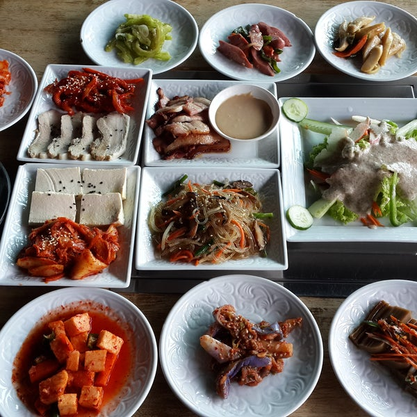 Try the Han Jeong Sik coz tis is one of a few places tat you can enjoy Han Jeong Sik outside of Korea with affordable price.