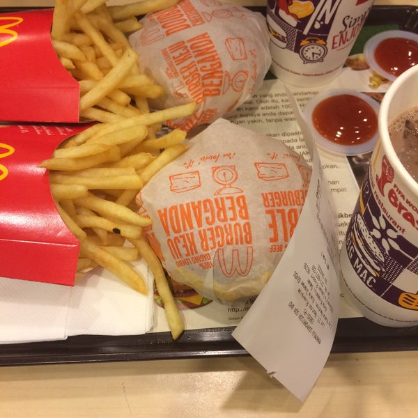 Photo taken at McDonald's by Zul J. on 6/25/2016