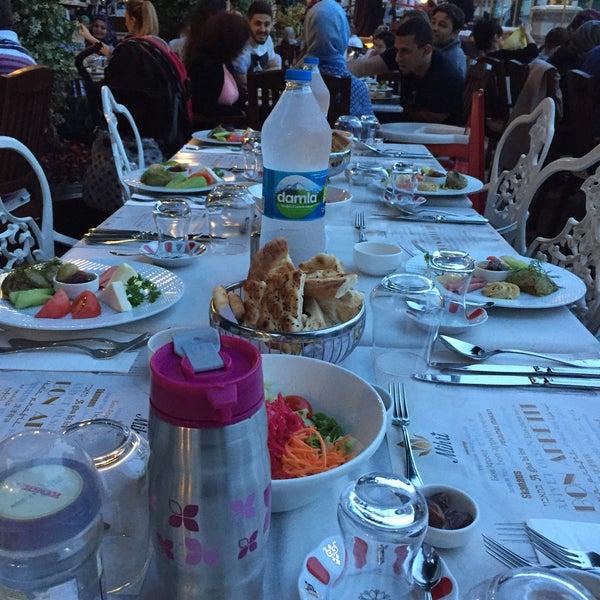 6/3/2017 tarihinde Yalcin P.ziyaretçi tarafından Mihri Restaurant & Cafe'de çekilen fotoğraf