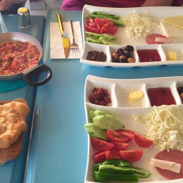 12/21/2015 tarihinde Busra A.ziyaretçi tarafından Otlangaç Kahvaltı & Kafe'de çekilen fotoğraf