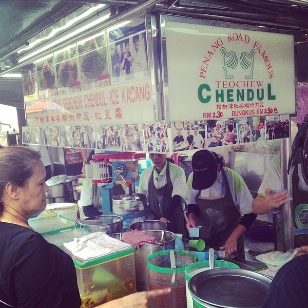 Photo taken at Penang Road Famous Teochew Chendul (Tan) by Maotattoo K. on 3/31/2014