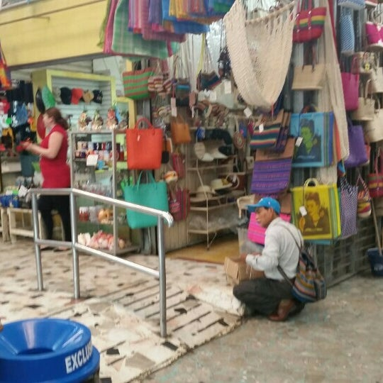 Foto diambil di Mercado Pino Suarez oleh Melanie G. pada 3/2/2016