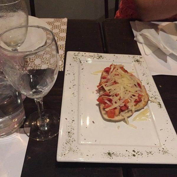 Foto tirada no(a) Sabatelli Pizza & Arte por Michelle G. em 3/11/2015