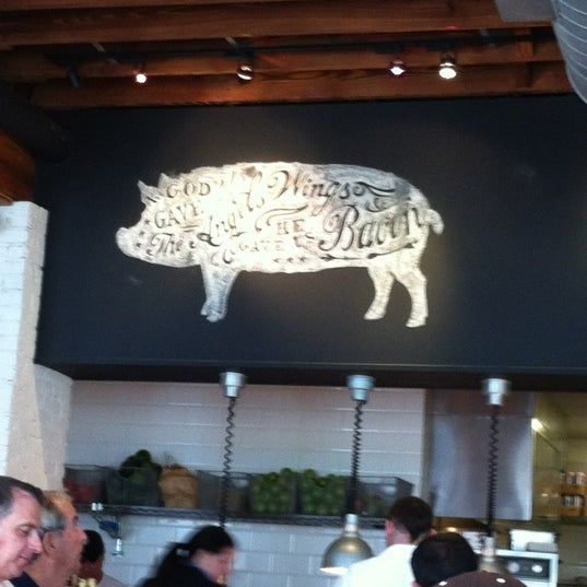 Photo taken at Yardbird Southern Table & Bar by MariaIrene G. on 11/10/2012