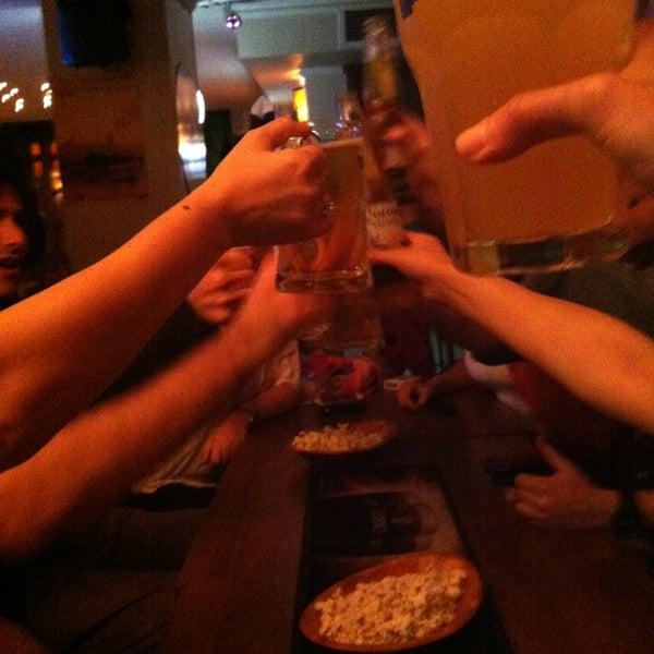 รูปภาพถ่ายที่ Bar-ish โดย Asli U. เมื่อ 5/14/2013