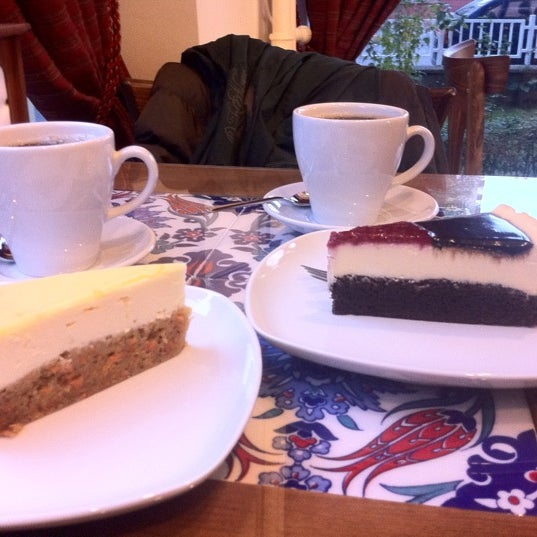 11/18/2012 tarihinde Cagla I.ziyaretçi tarafından Maria's Cheesecakes'de çekilen fotoğraf