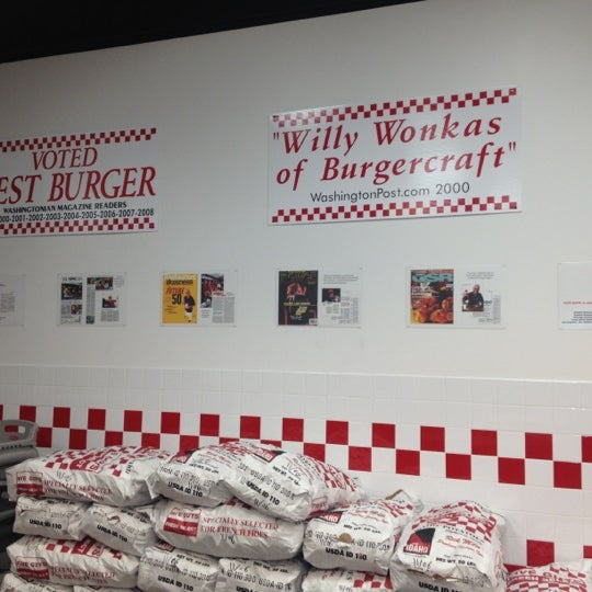 Photo taken at Five Guys by Nacho F. on 11/7/2012
