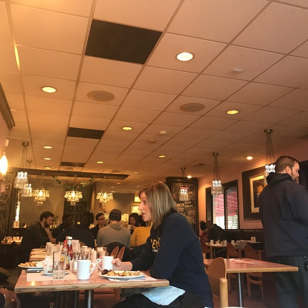 Photo taken at The Breakfast Club & Grill by Andrew Thomas C. on 3/3/2017