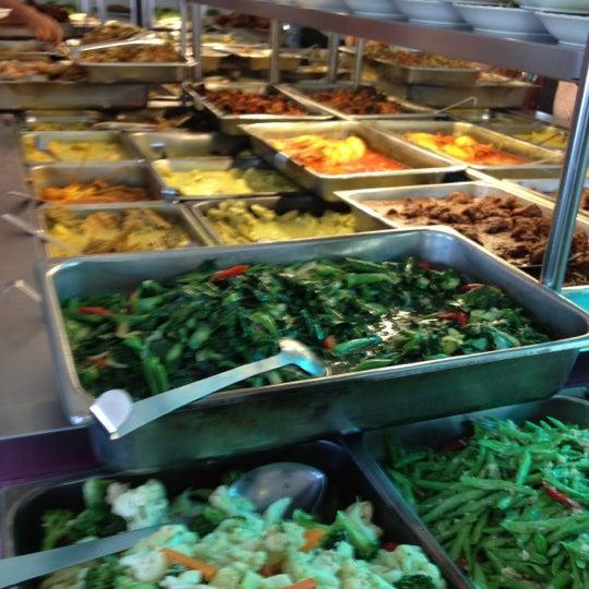 Photo taken at Restoran Sambal Hijau by Linda R. on 6/29/2013