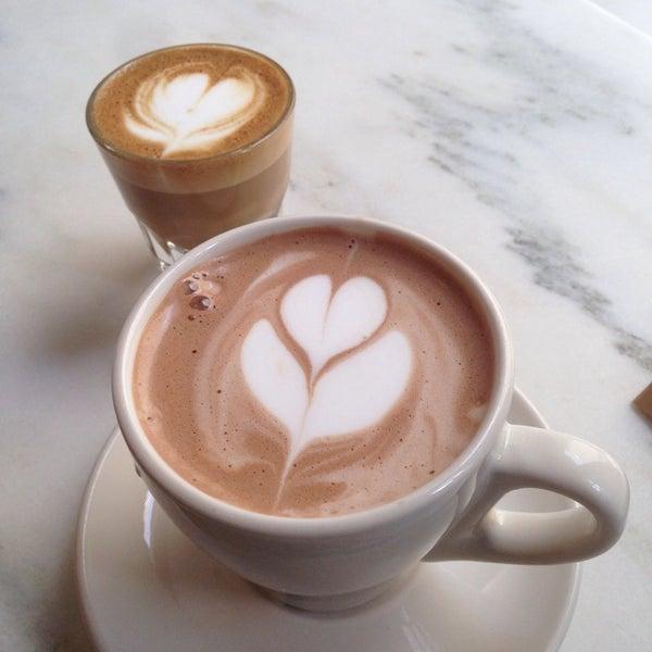 Foto scattata a Toby's Estate Coffee da Hwajin L. il 3/17/2014