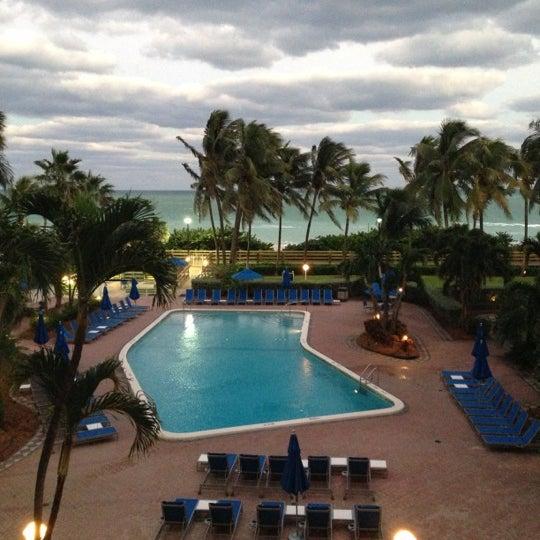 four points by sheraton miami beach hotel in miami beach. Black Bedroom Furniture Sets. Home Design Ideas