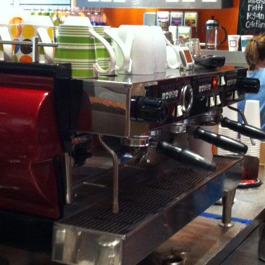 Foto tomada en Teo Espresso, Gelato & Bella Vita por Garry W. el 11/14/2012