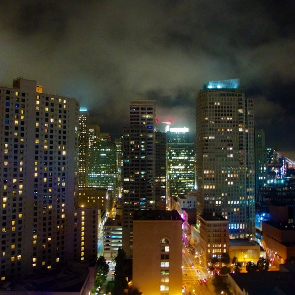 Photo taken at San Francisco Marriott Marquis by MikaelDorian on 9/13/2014