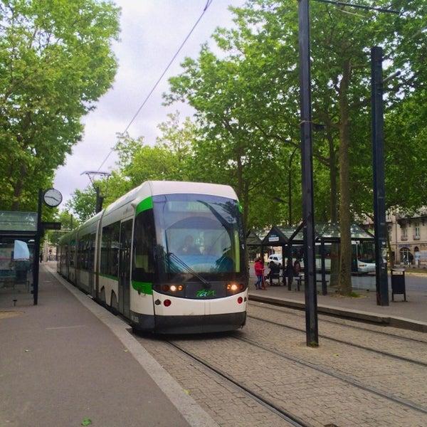 Station commerce tram station in centre ville nantes for Piscine nantes