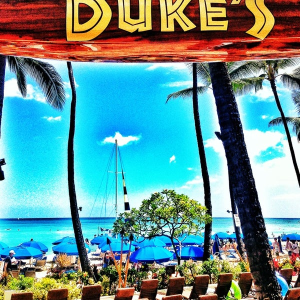 Photo taken at Duke's Waikiki by Gabriel S. on 6/7/2013