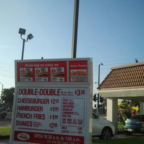 Photo taken at In-N-Out Burger by Tuan H. on 7/26/2013