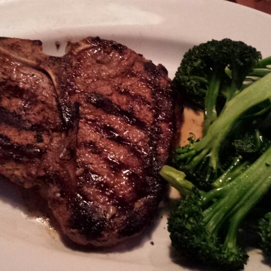 Photo taken at Outback Steakhouse by Bernard on 4/12/2014