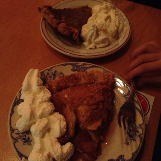10/14/2012 tarihinde Kim L.ziyaretçi tarafından Random Order Pie Bar'de çekilen fotoğraf