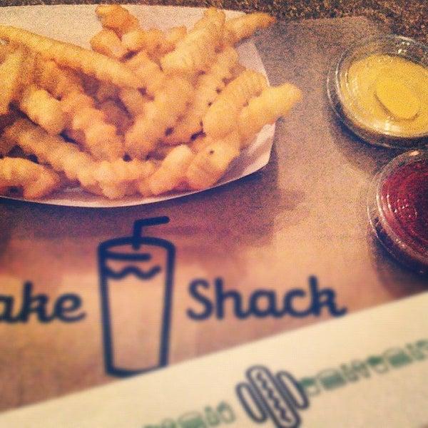 Photo taken at Shake Shack by Eliane v. on 11/30/2012