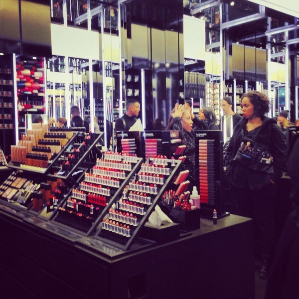 Photo taken at MAC Cosmetics by Anna A. on 1/30/2014