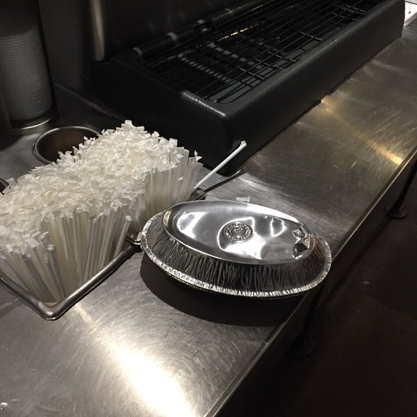 Photo taken at Chipotle Mexican Grill by PorkChopEclipse on 2/23/2016