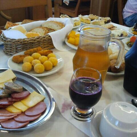 Foto tirada no(a) Bela Vista Café Colonial por Alexandre M. em 12/28/2012