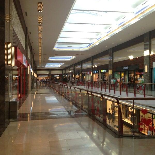 7/28/2013 tarihinde Ozanziyaretçi tarafından Atlantis Alışveriş ve Eğlence Merkezi'de çekilen fotoğraf