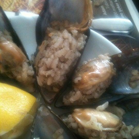 10/28/2012 tarihinde Yasarziyaretçi tarafından Cunda Deniz Restaurant'de çekilen fotoğraf