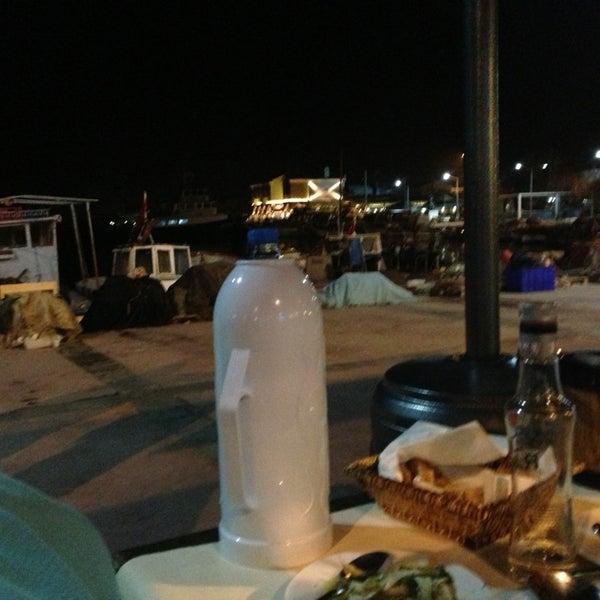 2/5/2013 tarihinde xziyaretçi tarafından Yengeç Restaurant'de çekilen fotoğraf