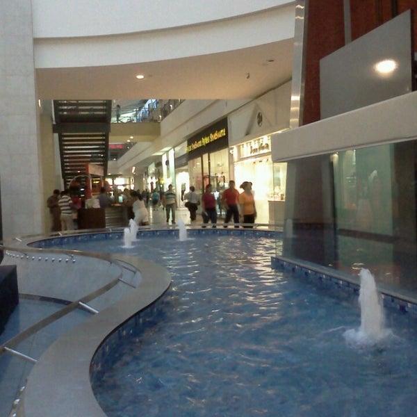 Foto tirada no(a) Mall del Sur por Fidel U. em 4/2/2013