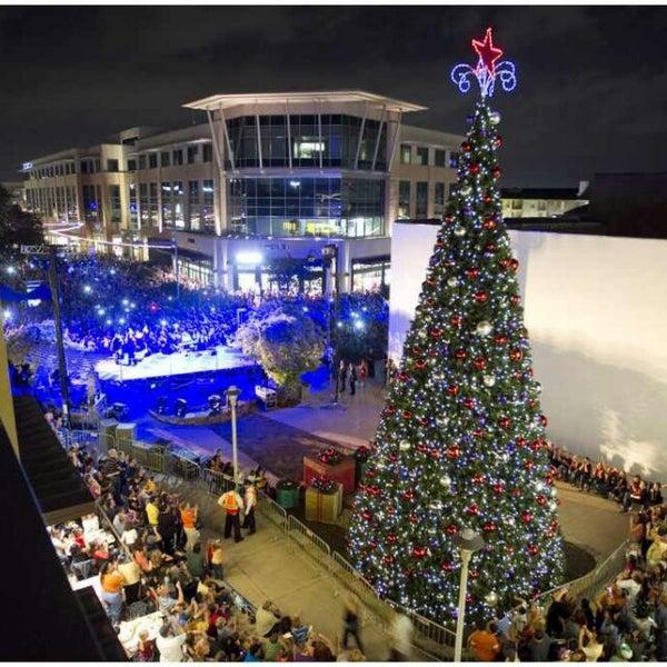 Fotos En Domain Macy 39 S Christmas Tree Lighting Ahora Cerrado North Bu