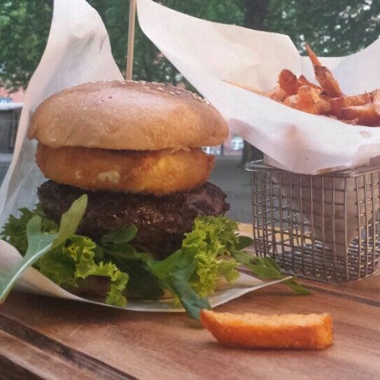 Das Foto wurde bei BurgerArt von Patricia F. am 7/7/2015 aufgenommen