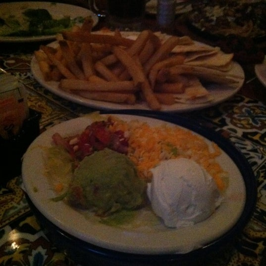 Photo taken at Chili's by Hanin A. on 11/16/2012