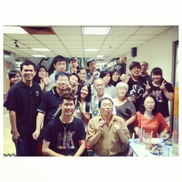 Photo taken at New Lane Hawker Stalls by Vanessa Y. on 6/10/2013