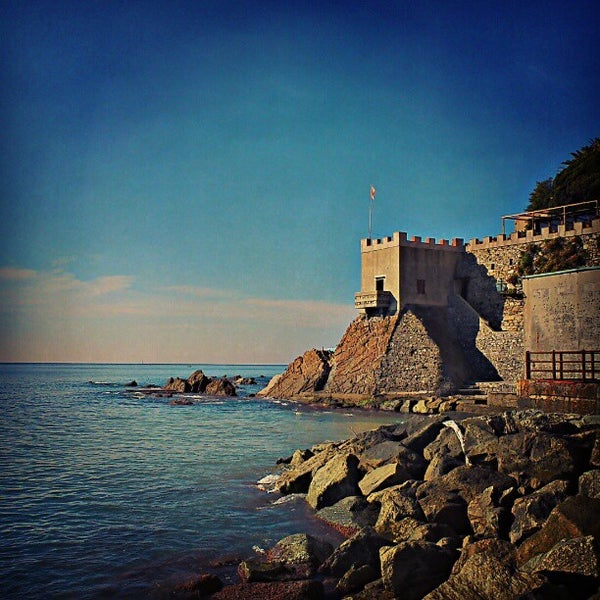 Where's Good? Holiday and vacation recommendations for Genoa, Italy. What's good to see, when's good to go and how's best to get there.