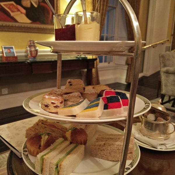 Top class afternoon tea and biggest private collection of art paintings (90% Irish)