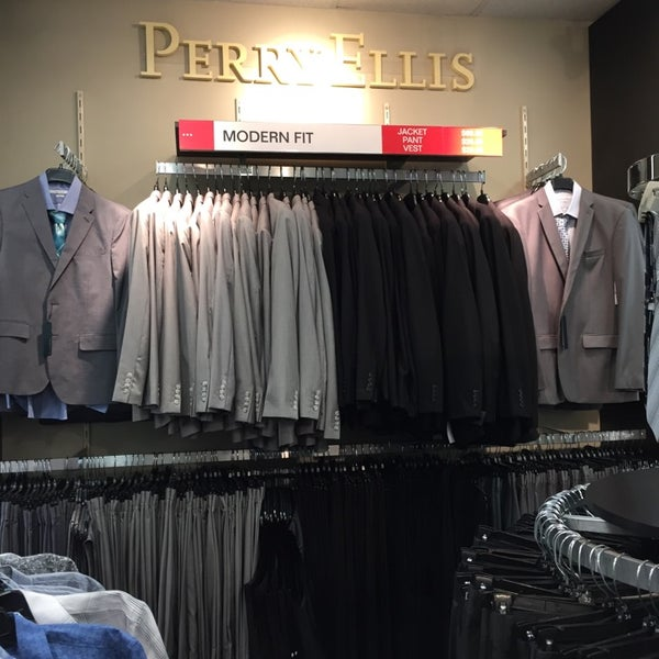 Find Perry Ellis Outlet Locations * Store locations can change frequently. Please check directly with the retailer for a current list of locations before your visit.