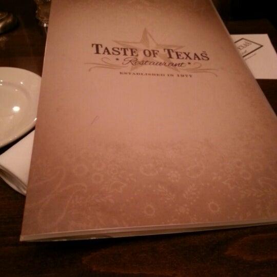 Foto tomada en Taste of Texas por Anthony D. el 9/23/2012