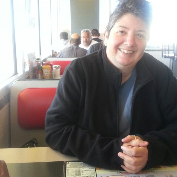 Photo taken at Waffle House by Cindy H. on 9/7/2013