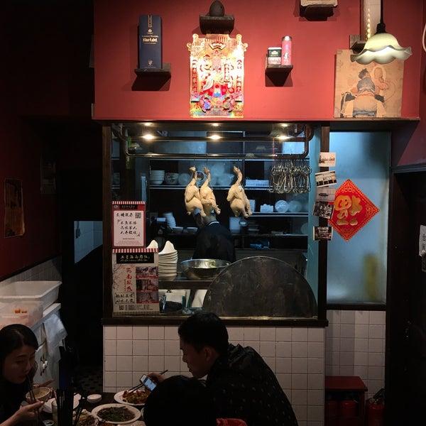 Photo taken at 五星海南鸡饭 | Five Star Hainanese Chicken Rice by Rey C. on 4/15/2016