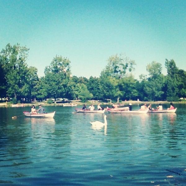 Photo taken at Lac Daumesnil by AlexandreBenjamin N. on 8/4/2013