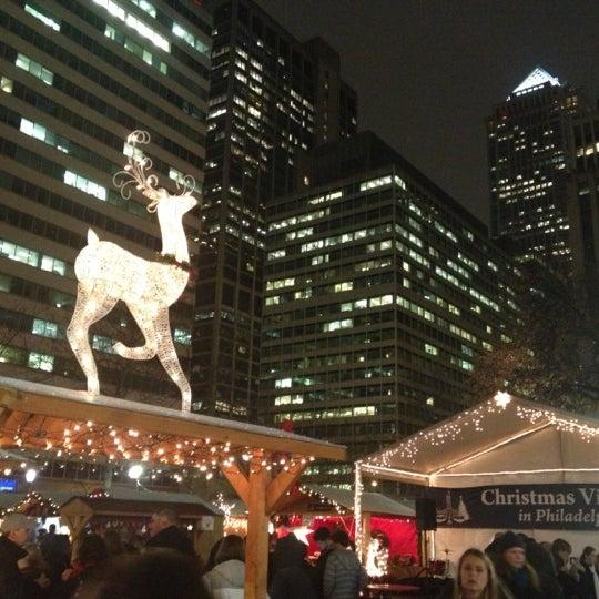 Das Foto wurde bei Christmas Village von Rebecca Y. am 12/7/2012 aufgenommen
