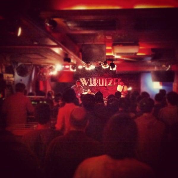 Foto tomada en Wurlitzer Ballroom por Heriberto N. el 10/26/2012
