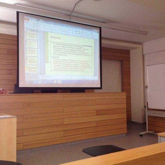 รูปภาพถ่ายที่ European University Cyprus โดย Stavros P. เมื่อ 11/2/2012