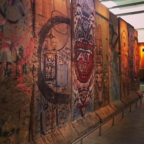 Foto tirada no(a) Newseum por Iron N. em 12/28/2012
