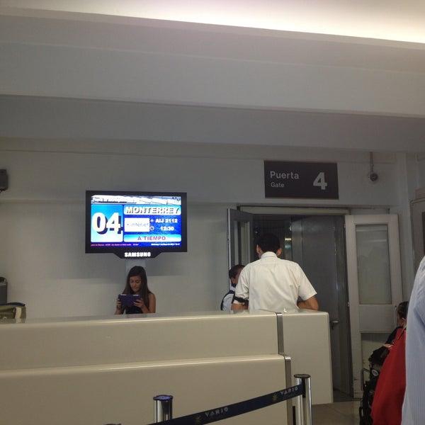 Sala gate 4 puerta de embarque del aeropuerto en mexico city for Puerta 6 aeropuerto ciudad mexico