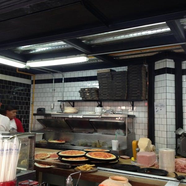 Foto tomada en Central de Pizzas por Franco el 2/15/2013