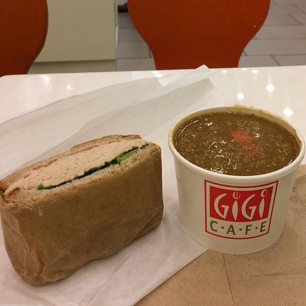 11/12/2014에 Carlos G.님이 Gigi Cafe에서 찍은 사진